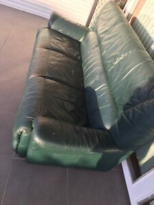 3SEATER LEATHER LOUNGE FREE........