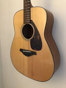 Yamaha FG700S with Solid Spruce top and free case