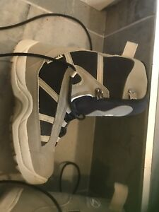 Men's snowboard boots new condition