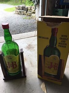 J&b rare scotch Texas mickey with pourer