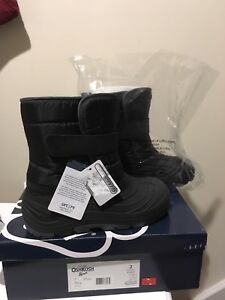 Boy's Size 2 Oshkosh winter boots