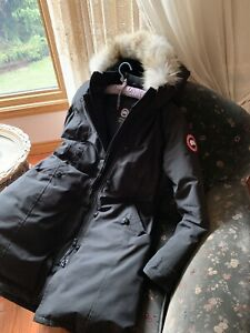 WOMENS LARGE CANADA GOOSE PARKA