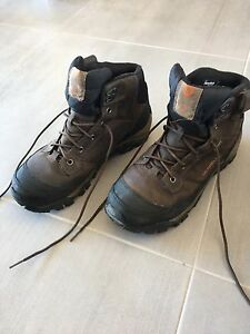 Nearly new merrell winter boots