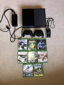 Xbox One w/2 controllers and 8 games in great condition