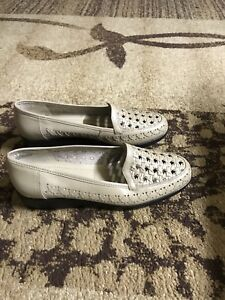 Beige leather women shoes size 8M