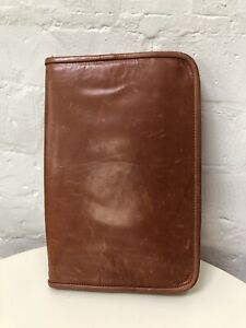 M0851 Large Leather Travel Wallet