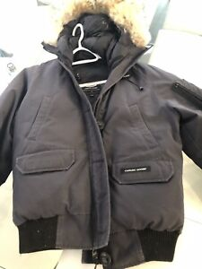 CANADA GOOSE WOMANS  WINTER JACKET GENTLY USED GREY  SIZE M