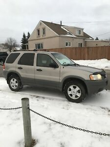 2001 Ford Escape 4x4  fully loaded  low km!