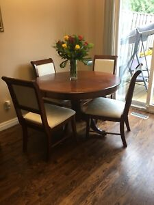 Leon's 5 piece dinette set, good condition