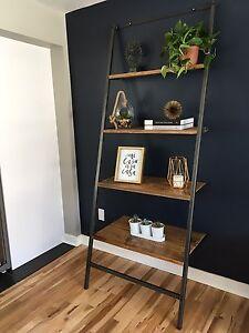Étagère escalier en bois de grange et acier