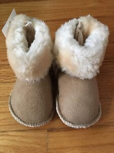 NEW WITH TAGS! H&M size 1-2 baby shoes
