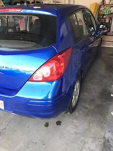 2010 Nissan Versa SL | Hatchback LOW KMS
