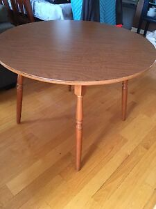 """Kitchen or Card Table ~ Great condition ~ round 42"""" diameter"""