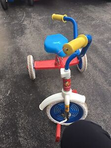 Caillou - tricycle