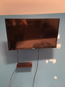 RCA TV and Wall Mount