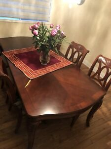 Dining room set of table + Buffet + 8 chairs Mint
