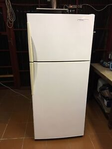 Westinghouse 420 L frost free fridge freezer Bexley Rockdale Area Preview
