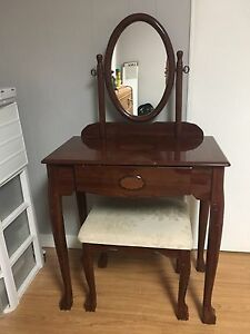 VANITY/ MAKE UP TABLE WITH MIRROR