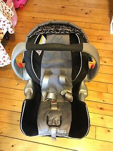 Graco Snugride 35 infant car seat and base