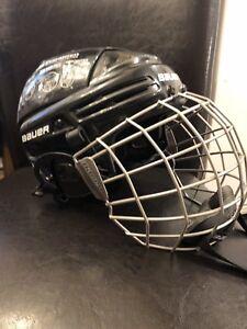 Bauer hockey helmet size m