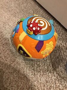 Vetch musical crawl a ball - promotes crawling