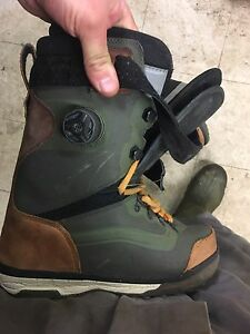 Size 9 Vans infuse Snowboard Boots