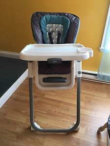 Grace height adjustable high chair