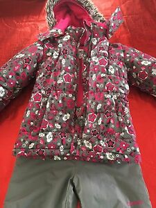 Girls size 6 Oshkosh snow suit