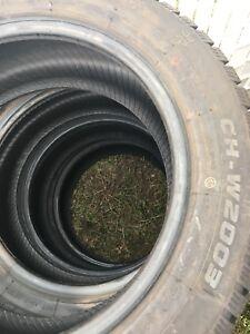 4 pneus d'HIVER 205/55R16 à vendre
