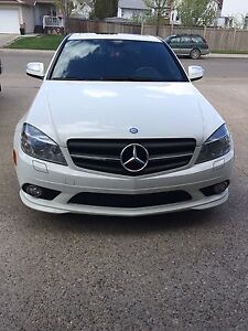 Pearl White Mercedes-Benz C300 **REDUCED**