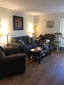 Lovely 2 bedroom! A must see!!