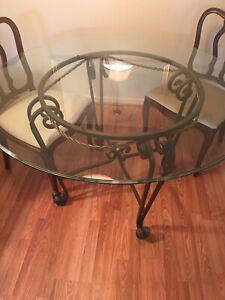 Table, 2 chaises, buffet à vendre ensemble ou séparément