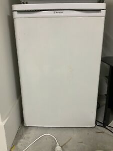 Westinghouse bar fridge 140L