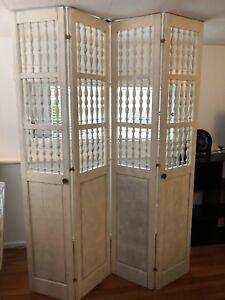 Set of closet doors