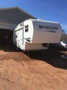 2008, 28 ft. rockwood fifthwheel