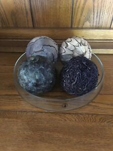 Plate and decorative balls