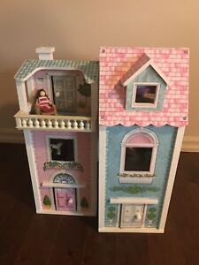 Adorable doll house in excellent condition