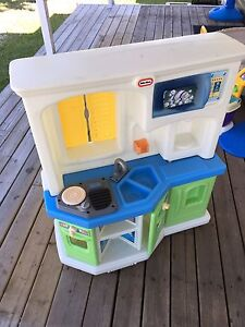 Little tikes toy kitchen - delivery included