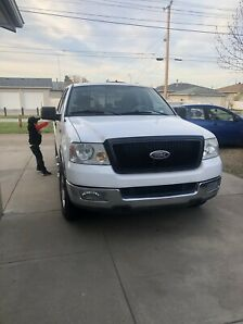 Ford F-150 XLT Triton LOW KM (price reduced)