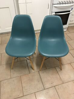 2 x Green chairs - new not used anymore