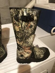Swamp walker 1000 mossy oak Hunting boots(size 9)never used.