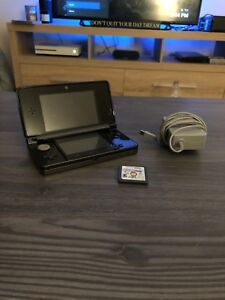 Nintendo 3DS + Charger & Game