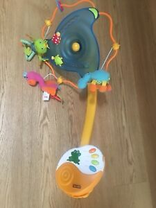 Baby mobile with music and turns