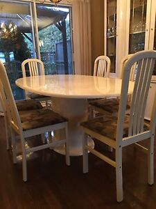 Beautiful Dinning Table + 6 Chairs