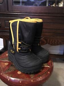 Boys size 7 winter boots