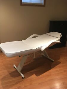 Facial / massage bed