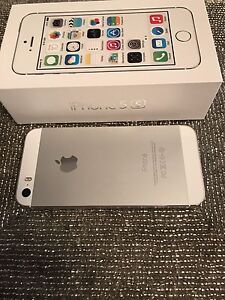 iPhone 5S. 16 Gb silver. Rogers or charter Mint