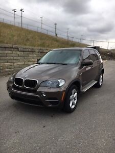 2011 BMW X5 XDRIVE35i AWD FULLY LOADED! LOW KMS.