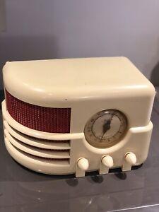 EARLY MAJESTIC 551 BAKELITE TUBE RADIO/$185