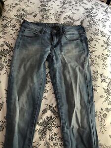 Size 4 Women's Light Wash AE Jeans